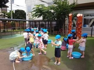 水遊び(つばめ).jpg